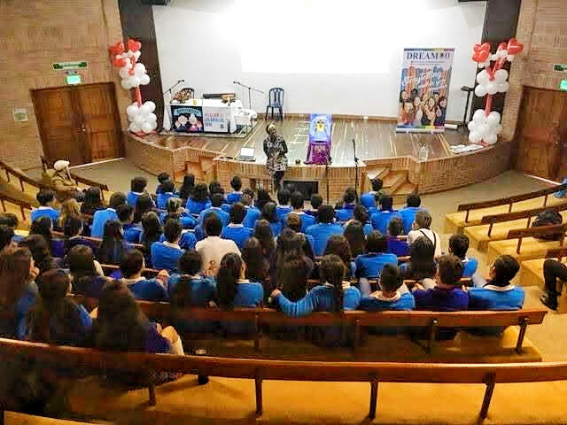 Wendy Storytelling with secondary pupils in Colombia