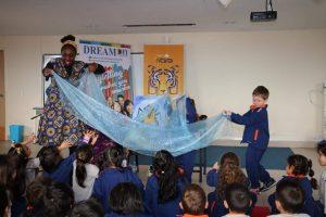 Wendy Shearer storytelling in Colegio Terra Nova School, Ecuador